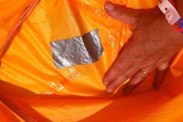 Sửa lỗ hổng trên lều du lịch dễ dàng hơn với băng dính